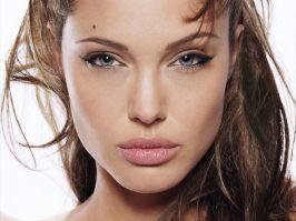 www.girls-hq.com_376t_angelina_jolie