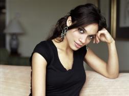 www.girls-hq.com_547_rosario_dawson