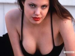 kinopoisk.ru-Angelina-Jolie-371286_1024