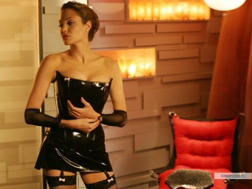 kinopoisk.ru-Angelina-Jolie-385274_1024