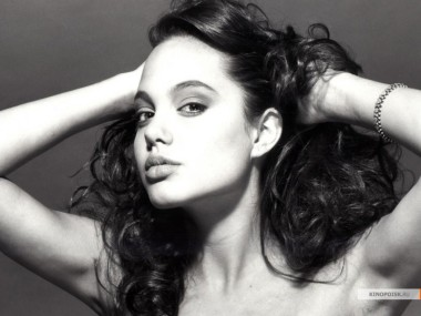 kinopoisk.ru-Angelina-Jolie-427139_1024