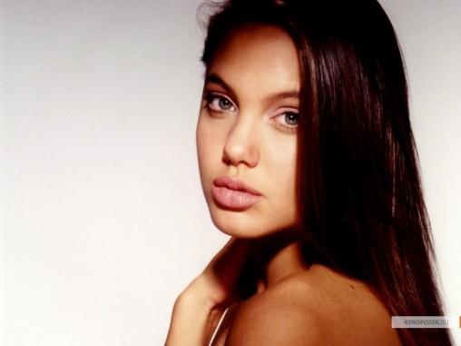 kinopoisk.ru-Angelina-Jolie-427147_1024
