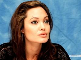 kinopoisk.ru-Angelina-Jolie-427422_1024
