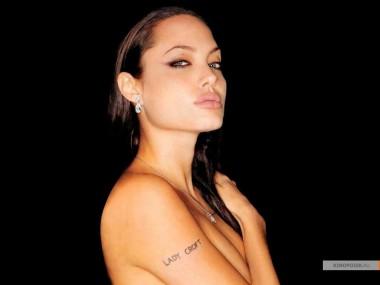 kinopoisk.ru-Angelina-Jolie-427536_1024