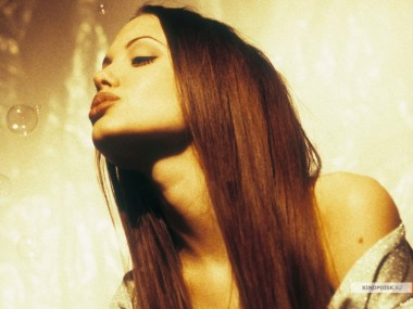 kinopoisk.ru-Angelina-Jolie-427552_1024