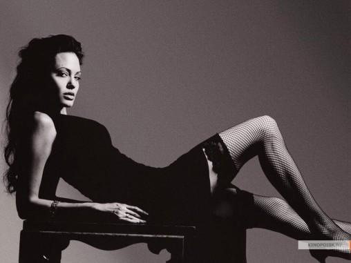 kinopoisk.ru-Angelina-Jolie-427873_1024