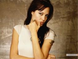 kinopoisk.ru-Angelina-Jolie-427913_1024