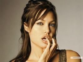 kinopoisk.ru-Angelina-Jolie-428286_1024