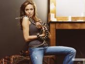 kinopoisk.ru-Angelina-Jolie-428385_1024