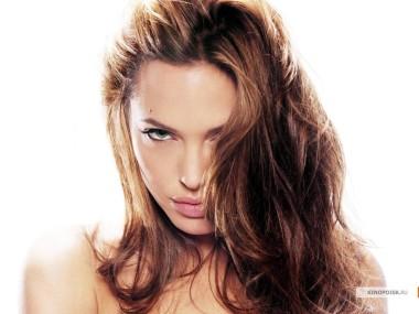 kinopoisk.ru-Angelina-Jolie-428477_1024