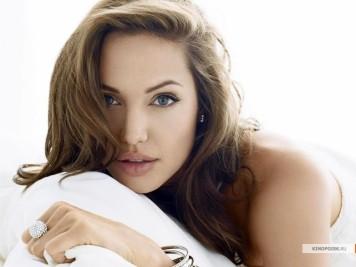 kinopoisk.ru-Angelina-Jolie-428897_1024