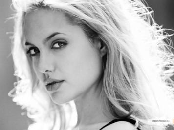 kinopoisk.ru-Angelina-Jolie-464671_1024