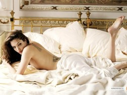 kinopoisk.ru-Angelina-Jolie-470671_1024
