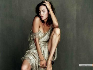 kinopoisk.ru-Angelina-Jolie-483725_1024