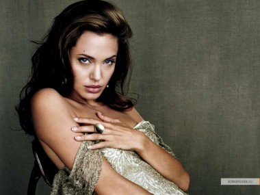 kinopoisk.ru-Angelina-Jolie-485773_1024