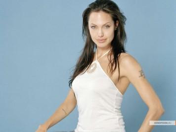 kinopoisk.ru-Angelina-Jolie-492786_1024