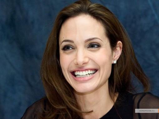 kinopoisk.ru-Angelina-Jolie-722853_1024