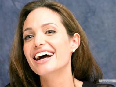 kinopoisk.ru-Angelina-Jolie-722854_1024