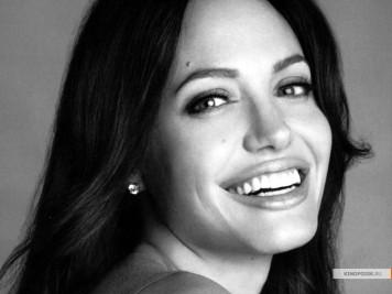 kinopoisk.ru-Angelina-Jolie-855242_1024